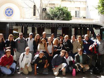 Studenten die op het punt staan om deel te nemen aan een excursie