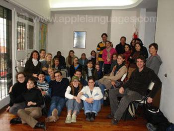Studenten in de gemeenschappelijke ruimte van de school