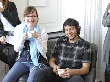 Studenten aan het relaxen na de les