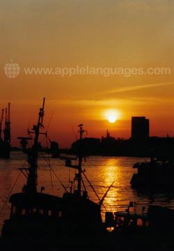 Zonsondergang over Hamburg