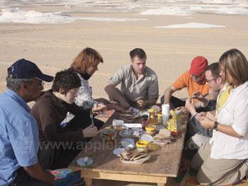 Lunchen in de woestijn