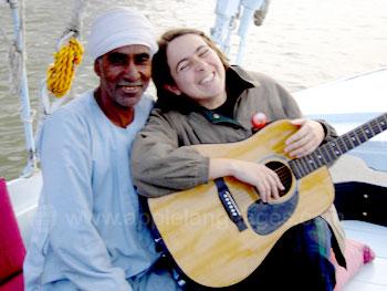 Muziek maken met de lokale bevolking