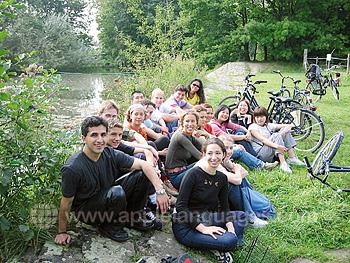 Studenten tijdens een fietstochtje