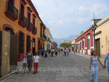 Een typerende straat in Oaxaca