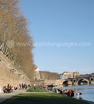 De oever van de rivier in Toulouse
