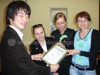 Studenten die hun certificaat ontvangen