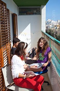 Balkon van het gedeelde appartement