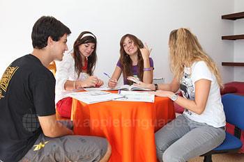 Studenten in het gedeelde appartement