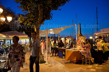 Het marktplein tijdens de nacht