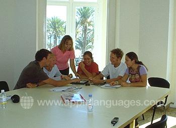 Het strand in Alicante, slechts 5 minuten van de school