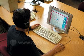 Studenten in de computerruimte