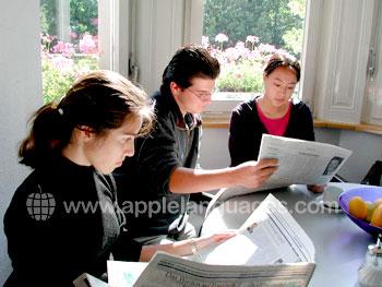 Duitse kranten bestuderen in de les