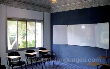 Een van de ruime klaslokalen