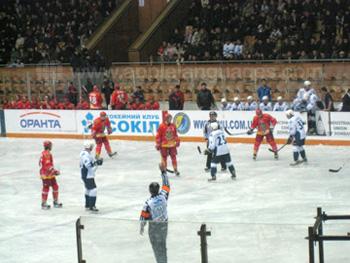 Naar een ijshockeywedstrijd kijken