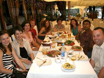 Studenten die samen eten