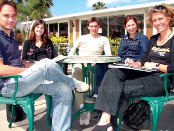 Pauze op het terras van onze school