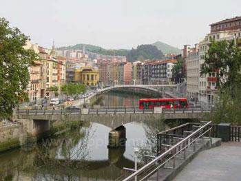 De rivier in Bilbao