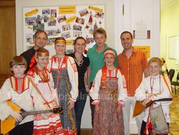 Tentoonstelling van Russische volksmuziek in de school