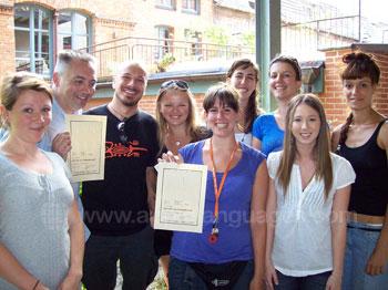 Studenten die hun certificaten ontvangen