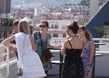 Studenten op het dakterras