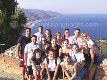 Studenten op een wandelexcursie