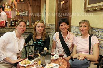 Studenten aan het relaxen in Salamanca