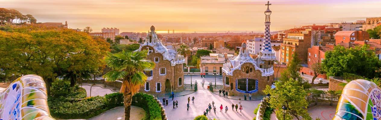 Park Güell bij zonsondergang in Barcelona, Spanje