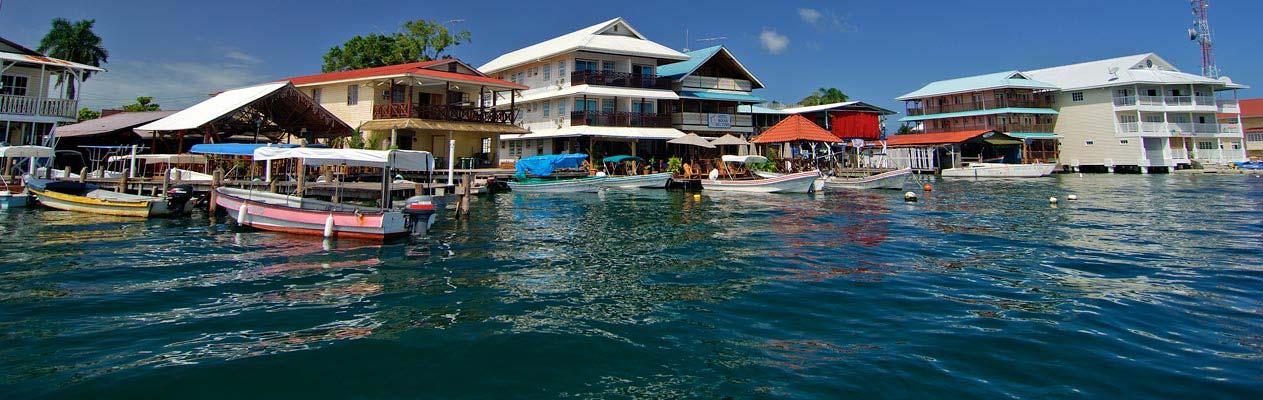 Huizen aan het water in Bocas del Toro