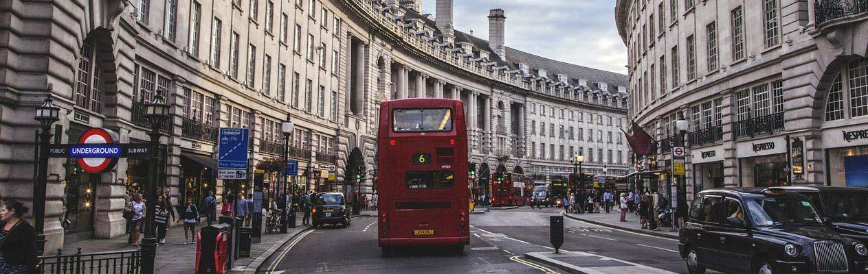 Dubbeldekker bus in Kensington, Londen