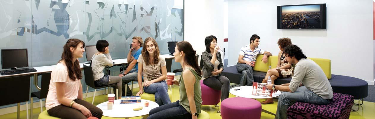 Studenten in de gemeenschappelijke ruimte, Londen