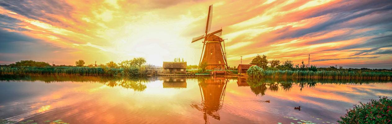 Windmolen op het Nederlandse platteland