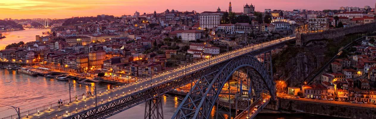 Dom Luís I-brug in Porto's historisch centrum