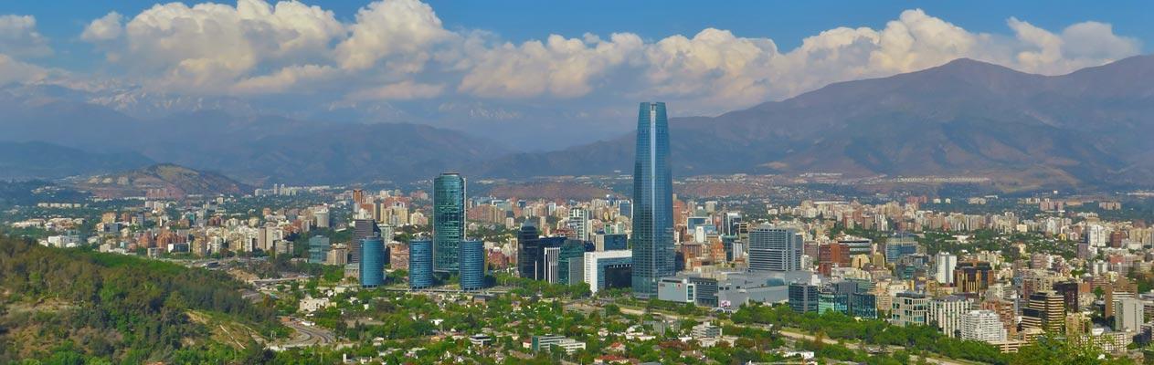 Uitzicht over Santiago de Chile vanaf de berg San Christóbal