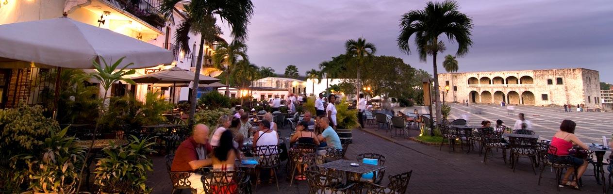 Cafés en terrassen s'avonds, Santo Domingo, hoofdstad van de Dominicaanse Republiek