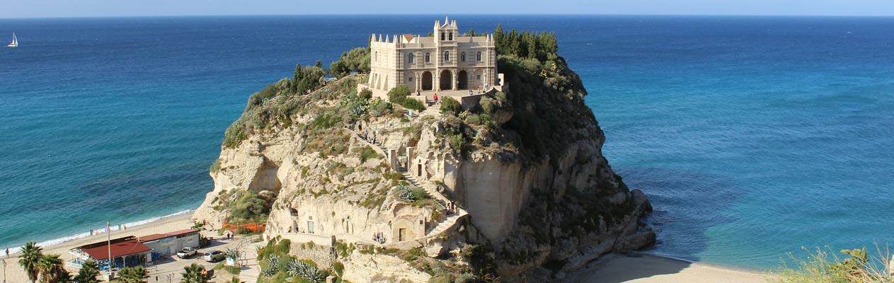 Klooster, Heiligdom van Santa Maria Eiland - Tropea, Calabria, Italië