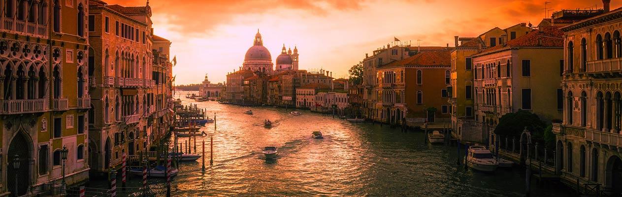 Zonsondergang in Venetië, Italië